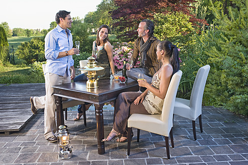 Germany, Bavaria, Friends enjoying drinks at vacation - RNF000648