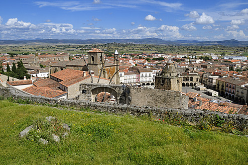 Europe, Spain, Extremadura, Trujillo, View of historic old town - ESF000117