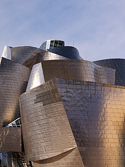 Spain, Basque country, Bilbao, View of Guggenheim Museum Bilbao at dusk - BSC000001