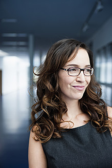 Germany, Bavaria, Diessen am Ammersee, Close up of businesswoman in thick spectacles, smiling - JRF000306