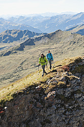 Austria, Kleinwalsertal, Man and woman hiking on edge of cliff - MIRF000243
