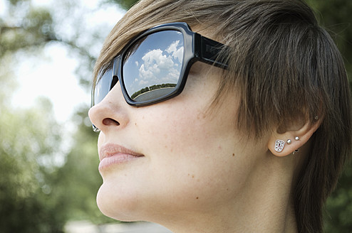 Germany, Rheinland, Young woman with sunglasses, close up - LFOF000120