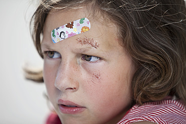 Germany, Bavaria, Wounded girl sitting on road after bicycle accident, close-up - MAEF003581