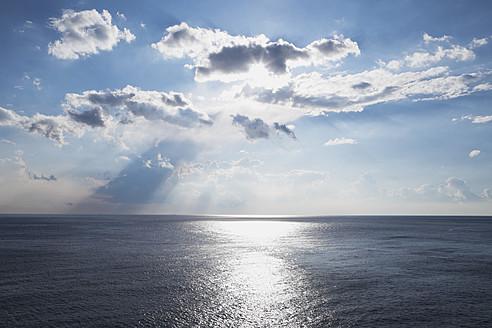 Italy, Liguria, View of sunbeams at Mediteranean Ocean - GWF001558
