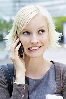 Germany, Bavaria, Munich, Young woman on phone - SPOF000036