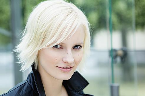 Germany, Bavaria, Munich, Young woman smiling, portrait - SPOF000021