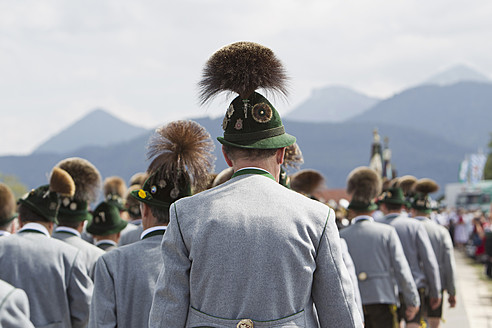 Germany, Bavaria, Chiemgau, Men in traditional clothing at Gaufest - FF001217
