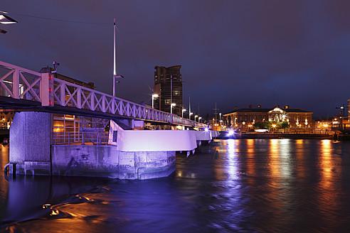 United Kingdom, Ireland, Northern Ireland, Belfast, View of Lagan Weir with cityscape at night - SIEF001845