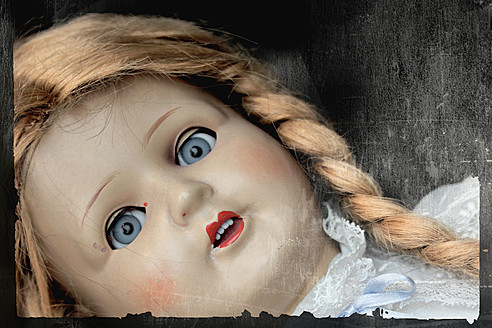 Antique female doll, close up - HST000009