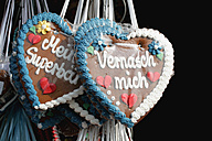 Germany, Munich, Gingerbread hearts, close up - HSTF000010