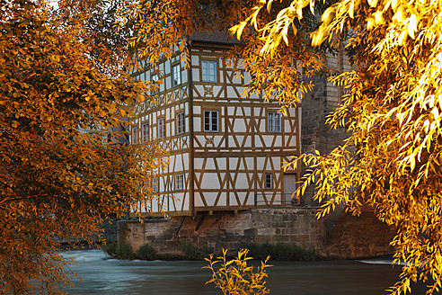 Germany, Bavaria, Bamberg, View of old town hall with regnitz river - SIEF001925