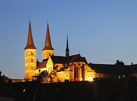 Germany, Bavaria, Bamberg, View of michelsberg abbey at dusk - SIEF001929