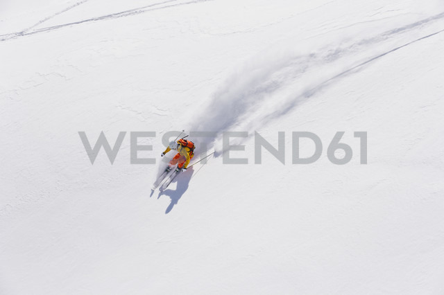 Austria, Young woman doing alpine skiing - MIRF000293 - Michael Reusse/Westend61