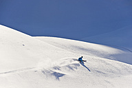 Austria, Zuers, Young man doing telemark skiing on Arlberg mountain - MIRF000350