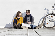 Germany, Bavaria, Munich, Young couple having pizza, smiling - RBF000734