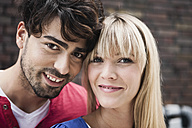 Germany, Cologne, Young couple smiling, portrait - WESTF017980