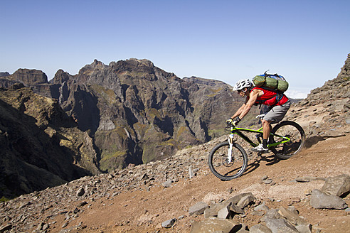 Portugal, Madeira, Mature man riding mountain bike - FFF001231