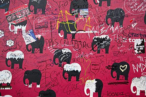 France, Paris, Graffiti on wall - NDF000180