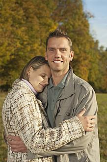 Germany, Bavaria, Mid adult man holding woman, smiling - RNF000823