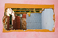 Brazil, Bonito, View of damaged brick wall - NDF000213