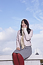 Germany, Cologne, Young woman on the phone, smiling - RHF000017