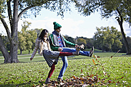 Germany, Cologne, Young couple in park, smiling - RHF000026
