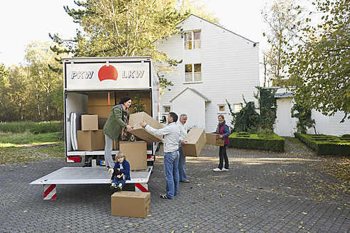 Germany, Bavaria, Grobenzell, Family loading boxes into truck for moving house - WESTF018233