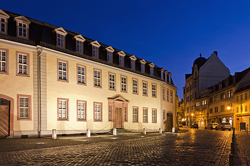 Germany, Thuringia, Weimar, View of Goethe House at night - WD001153