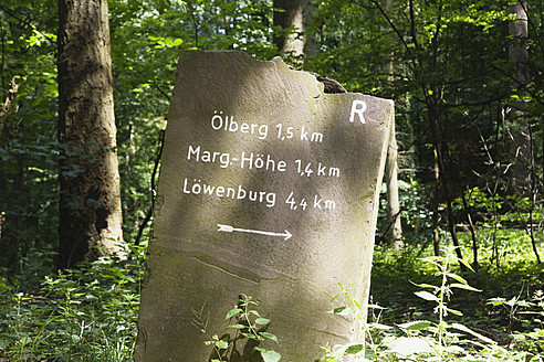Europe, Germany, North Rhine Westphalia, View of hiking trail sign at Nature Park - GWF001674