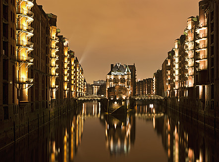 Germany, Hamburg, View of Speicherstadt with Elbe River at night - FO003804