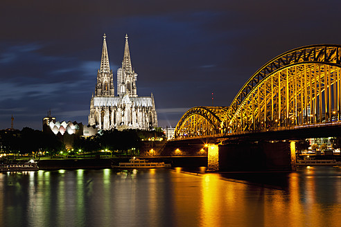 Germany, Cologne, View of Cologne Cathedral and Hohenzollern Bridge with River Rhine - FOF003821