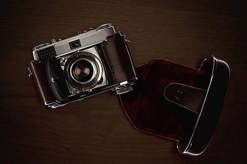 Old camera on table - DIKF000030
