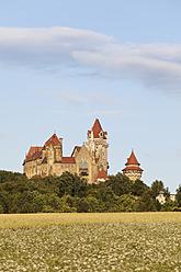 Austria, Lower Austria, Weinviertel, View of Kreuzenstein Castle - SIEF002211