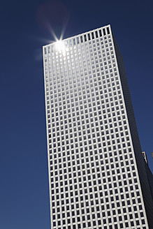 USA, Louisiana, New Orleans, Amoco building against sky - ANBF000085