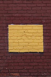 USA, New York City, Painted brick wall - ANBF000047