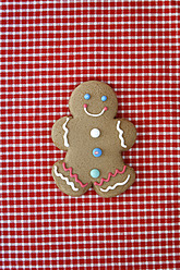 Germany, Gingerbread man on tablecloth - ANBF000027