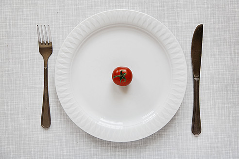 Germany, Tomato on plate with fork and knife - ANBF000018