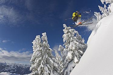 Austria, Tyrol, Kitzbuhel, Young man skiing - FFF001262