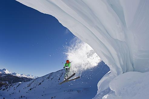 Austria, Tyrol, Kitzbuhel, Mid adult man skiing - FFF001271