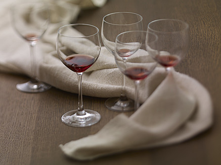 Glasses of remains red wine on table, close up - SRSF000217