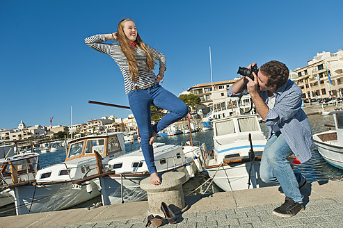 Spain, Mallorca, Couple taking pictures at harbour - MFPF000056