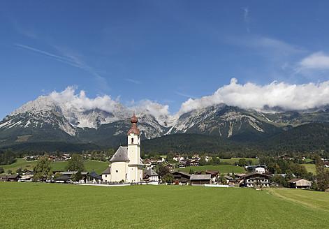 Austria, Tyrol, Going am Wilden Kaiser, View of town - WWF001946