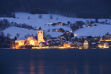 Austria, St. Wolfgang, View of town at night - WWF002011
