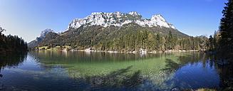 Germany, Bavaria, Ramsau, View of Reiteralpe mountain with Hintersee lake - WWF002066