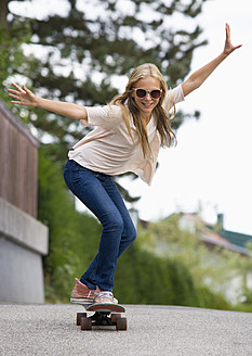 Austria, Teenage girl doing skateboarding - WWF002255