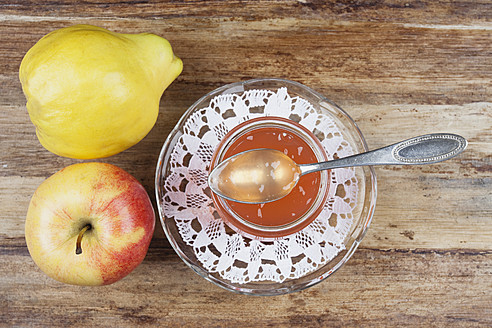 Quince and apple jam in jar with fruit on table - GWF001706