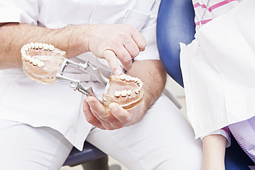 Germany, Bavaria, Patient and doctor with dentures - MAEF004503