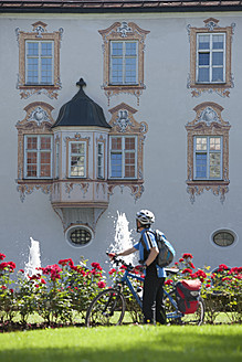 Germany, Bavaria, Man standing by Abbey Scheyern - DSF000326