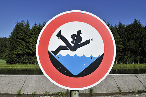 Germany, Bavaria, Warning sign at canal - ESF000149