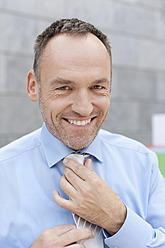 Germany, Leipzig, Businessman smiling, portrait - WESTF018596